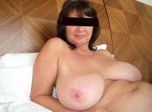 Seins naturels énormes - Femme mature