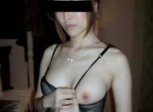 Exhib ses petits seins durs - Eurasienne