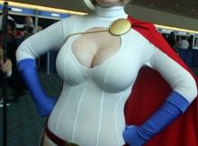 Fille sexy en  déguisement de super-héros