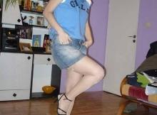 Rencontre libertine Nice : femme mûre en jupe sexy