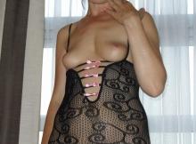 Lingerie rose et noire - Femme hard