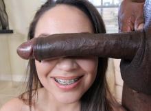 Grosse bite black devant les yeux