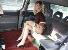 Exhib sexy milf dans une limousine