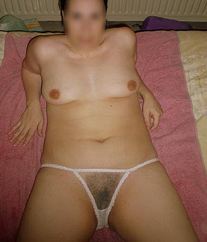 Femme sexy en lingerie coquine blanche
