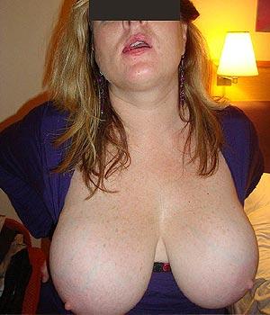Femme Strasbourgeoise à grosse poitrine