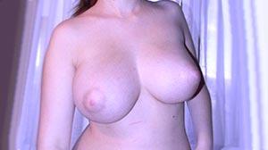 Les beaux et gros seins d'Anita de Nantes