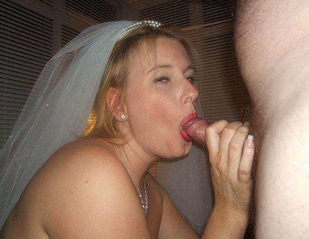 Femme mariée fait une fellation