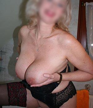 Femme cougar à Paris, blonde et sexy