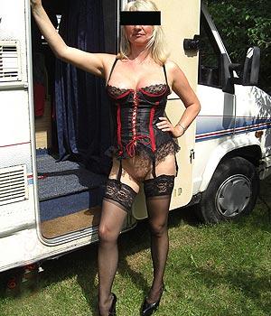 Maeva : blonde au camping