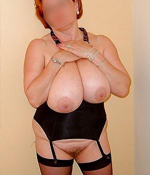 Femme énormes seins