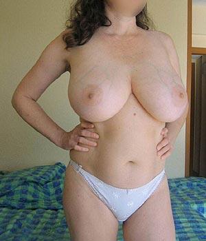 Femme à grosse poitrine