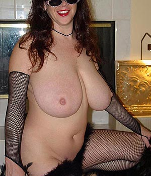 Femme belle poitrine (31000)