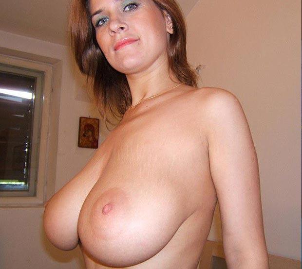 Gros seins naturels - Femme nue