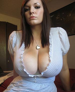 Femme très gros seins