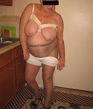Femme retraitée gros seins (Nantes) en paire de collants
