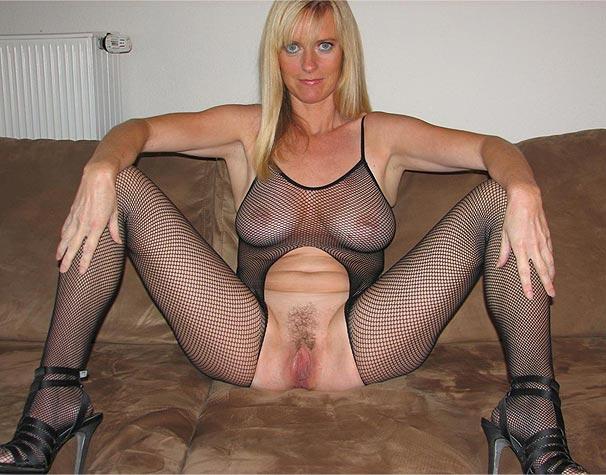 Femme cougar à la chatte poilue