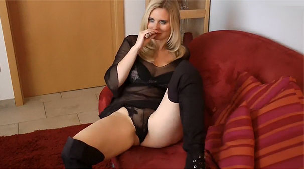 Cougar en lingerie sexy