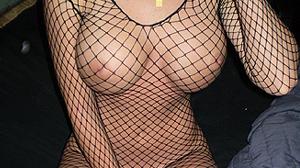 Cougar adultère: femme mariée seins refaits