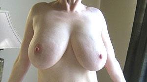 Cougar infidèle, très grosse poitrine à Lyon
