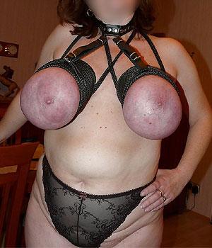 Femme adepte du sado-masochisme (bondage serré)