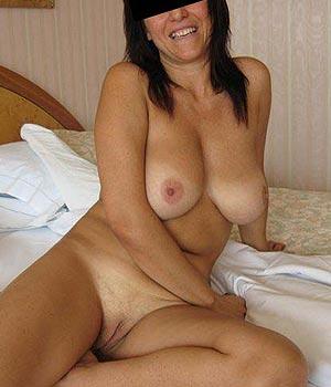 Cougar grosse poitrine