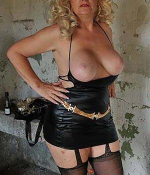 Blonde gros seins amatrice de sexe hard
