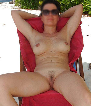 Femme naturiste nue
