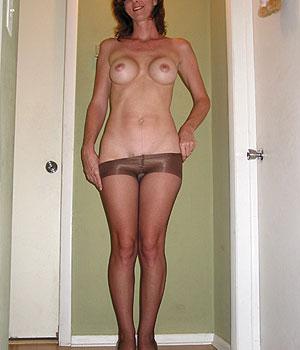 Femme cougar gros seins ronds