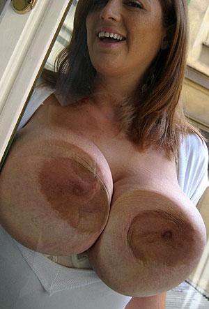 Fille nue gros seins