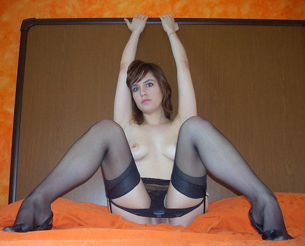 Fille nue en lingerie sexy