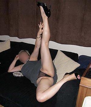 Écarte les jambes en string transparent