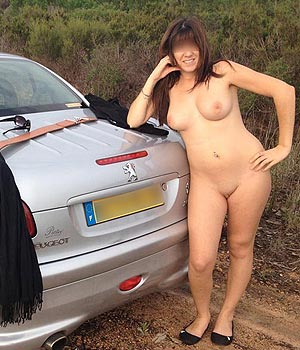 Exhib nue sur la voiture
