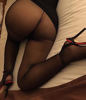Femme mûre en collants sexy et culotte