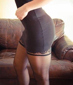 Femme sexy en lingerie noire coquine