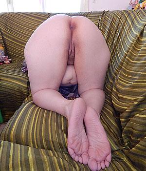 Exhibe sa grosse paire de fesses (ronde)