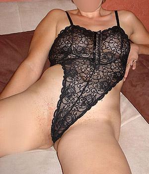 Femme coquine en lingerie