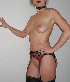 Femme mariée nue