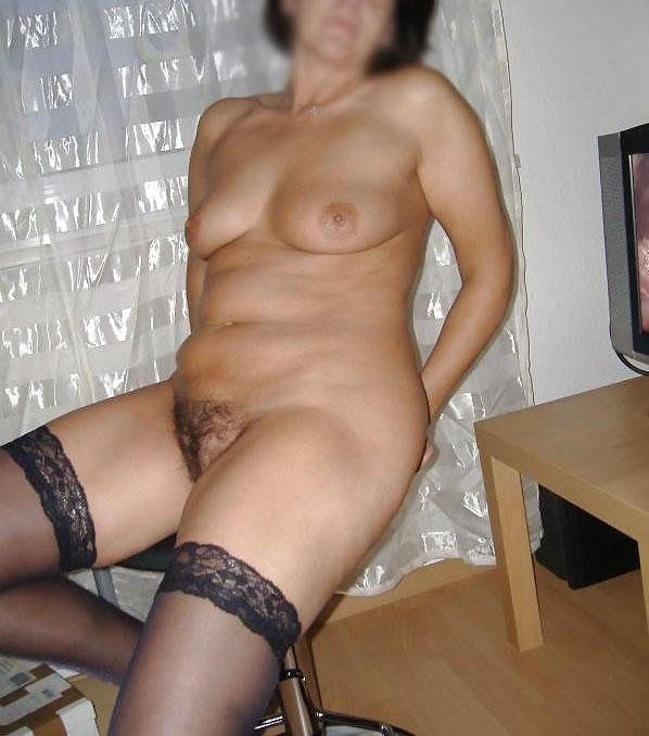 Femme infidèle nue