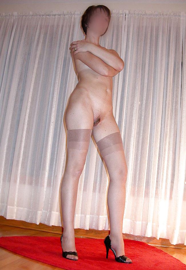 Femme en lingerie (bas-nylon et talon)