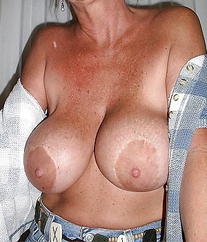 Femme mature avec uen grosse paire de seins