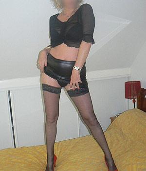 Femme mûre sexy en bas nylon