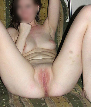 Exhibe sa belle chatte rose