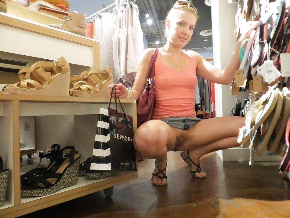 Exhib sa chatte dans un magasin - Sexe adulte