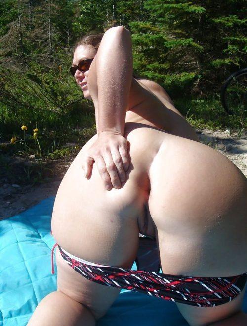 Écarte ses fesses - Exhibe vacances