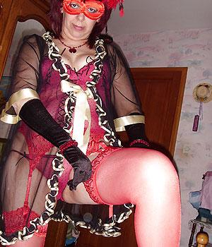 Femme libertine exhibe sa chatte poilue