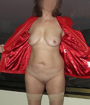 Femme mature exhibe ses seins et sa chatte (Caen, Calvados)
