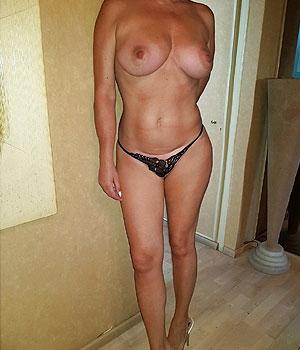 Cougar blonde de 53 ans nue