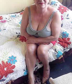 Femme mature et Cougar (gros seins)