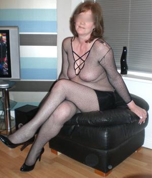 Femme de Lyon en tunique sexy à résille