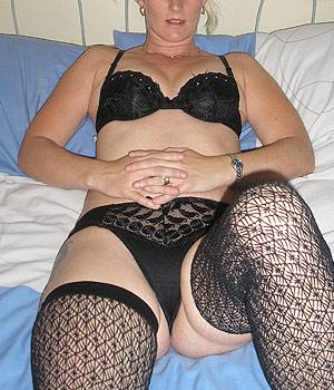 Femme chaude en lingerie sexy et bas nylon